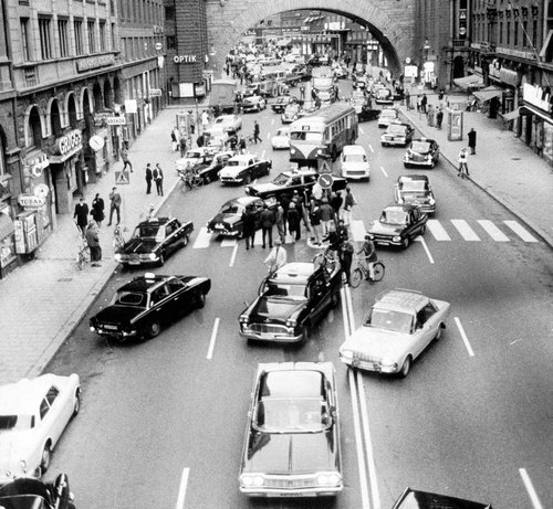 スウェーデンが左側通行から右側通行に変わった日01
