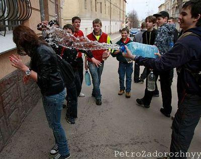 ウクライナの水掛けっこ03