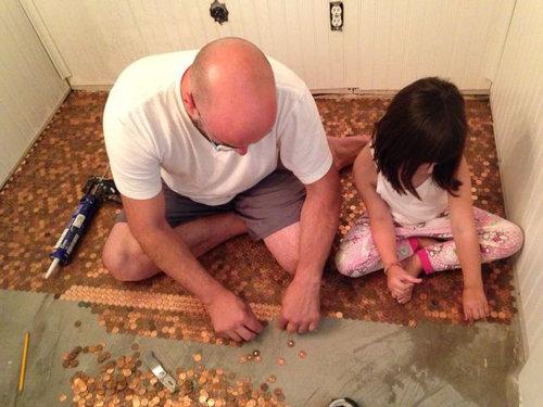 1セント硬貨を床に敷いた家02