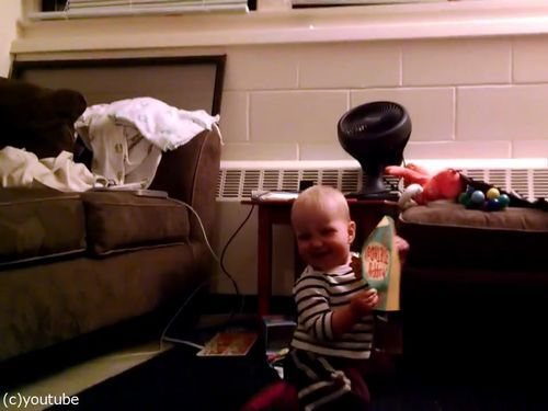 音の流れるクリスマスカードと赤ちゃん00