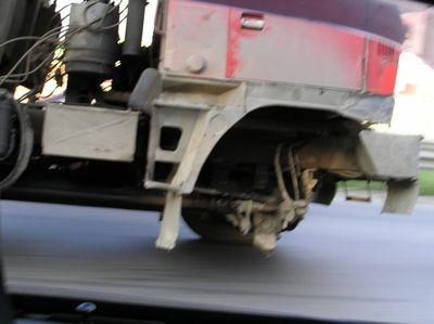 ロシアのトラックはタイヤが一個くらい無くても平気11