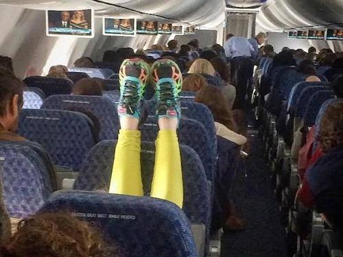 マナ—の悪い海外の乗客00