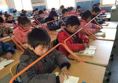 中国の児童を姿勢よくするアイデア01