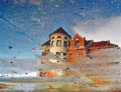 水たまりから見た建物02