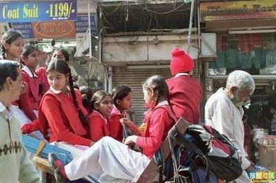インドのスクールバス02
