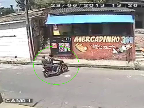 ブラジルのバイク強盗犯00