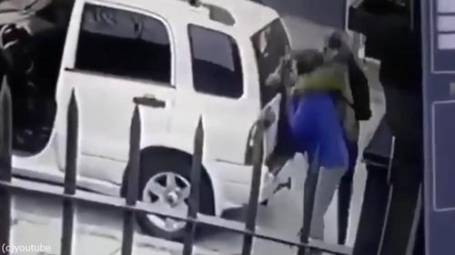 ボクサー犬、飼い主さんを襲った強盗を撃退02