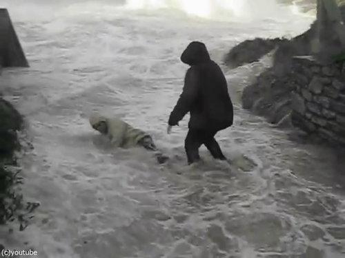 「嵐のときにビーチに近づいてはいけない理由」04
