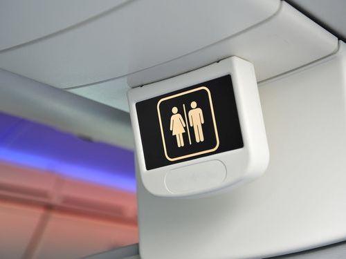 飛行機のトイレ00