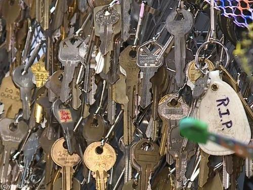 失われた住宅の鍵を集めて「不死鳥」を作る00