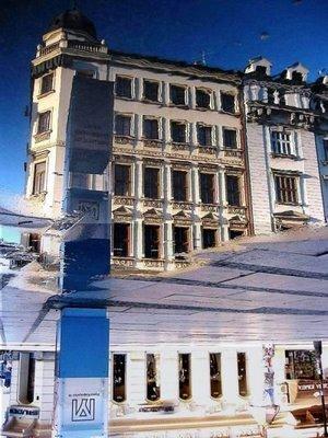 水たまりから見た建物07