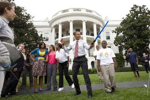 オバマ大統領とライトセイバー01