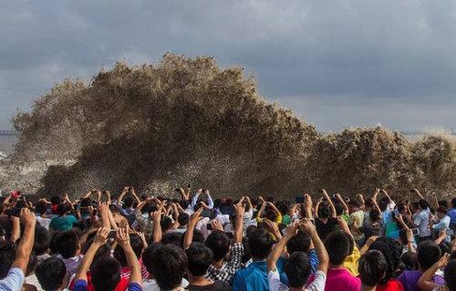 銭塘江の大波01