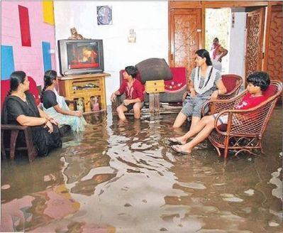 水害時にたくましく楽しむ人々03