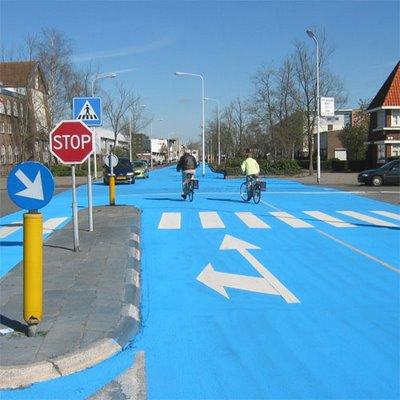 真っ青に染めてしまったロッテルダムの建物10