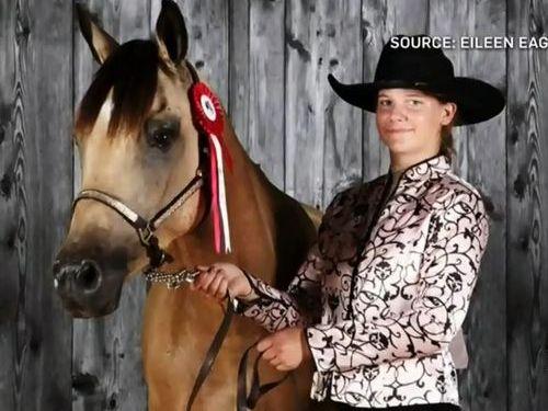 18歳少女が馬でコーヒーやシチューを運んできてくれた01