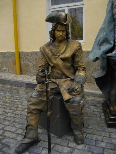 生きた銅像18