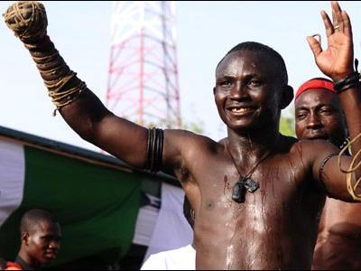 アフリカで繰り広げられるド迫力の格闘技09