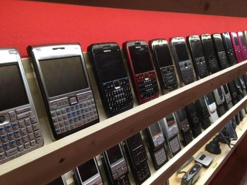 スロバキアの携帯電話コレクター07