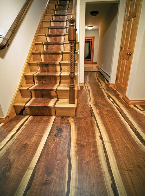 巨大ハリケーンになぎ倒された木で造った床や階段01