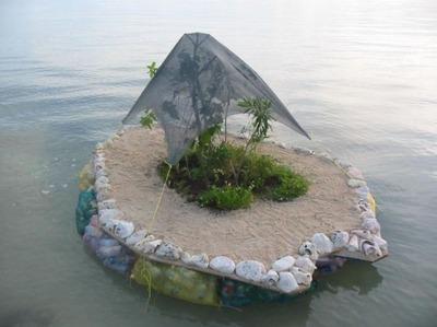 ペットボトルの島03