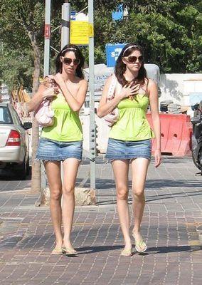 美女双子16
