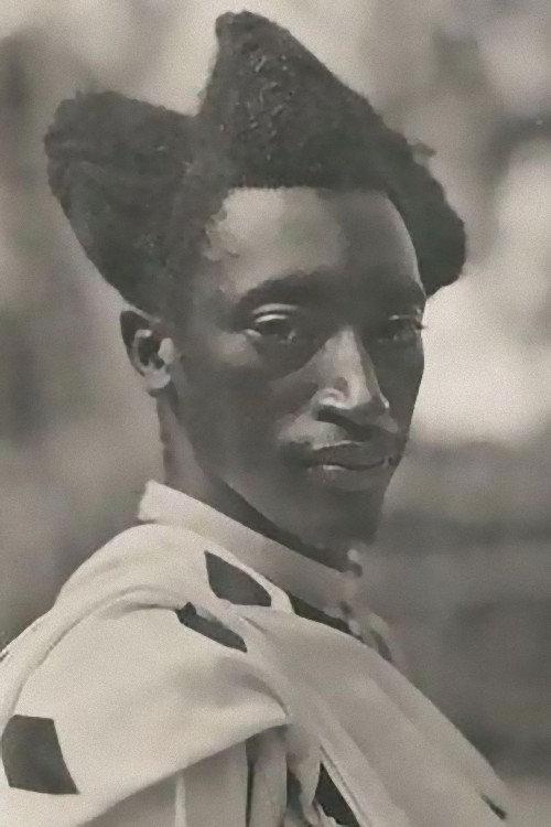 100年前のルワンダの伝統的な髪型01