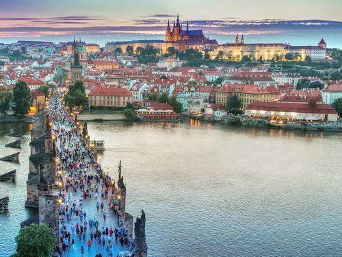 「プラハに旅行に来たら、なぜかマリオがたくさんいた…」00