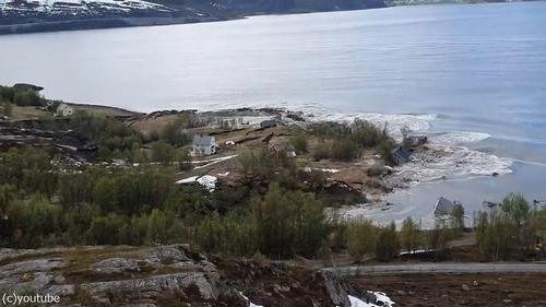 ノルウェーで大規模な地すべり01