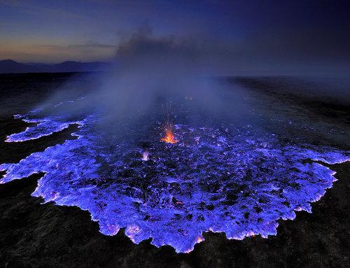 エチオピアの青く燃える火山01