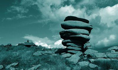 石や岩を見事なバランスで積み上げたアート07