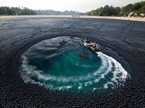 水の中にブラックホール00