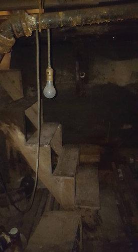 秘密の地下室01