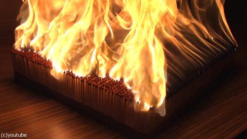 6000本のマッチを一斉に燃やす03
