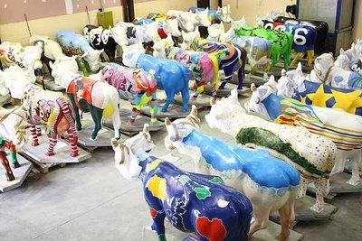 スペインの面白牛彫刻01