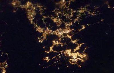 宇宙ステーションから見た世界の大都市の夜景17