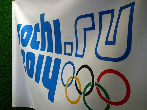 ソチ五輪で選手がトイレのドアをぶち破る01