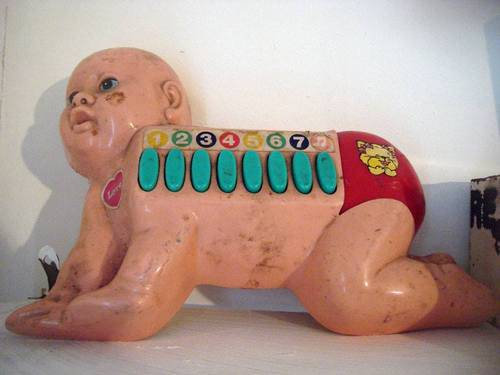 怖い子供のおもちゃ01