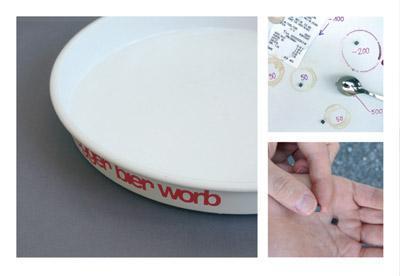 犬の餌入れみたいな白い皿に、黒い点やスプーン-くだらない笑える面白いリサイクル03
