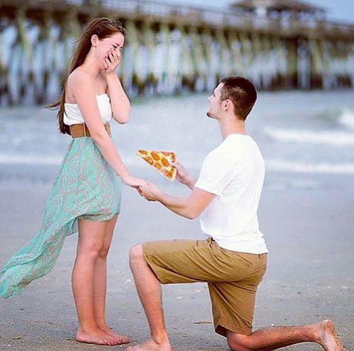 婚約指輪をピザに置き換えたら01