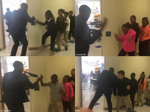 先生が生徒にオリジナルの握手をしてから授業開始00