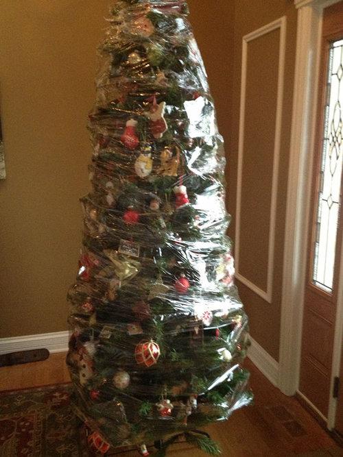 ペットからクリスマスツリーを守る戦い08