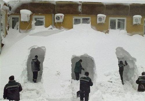 寒さと戦う人々14