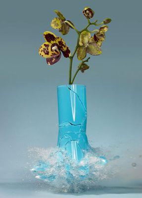 生け花と花瓶─破壊の美学03