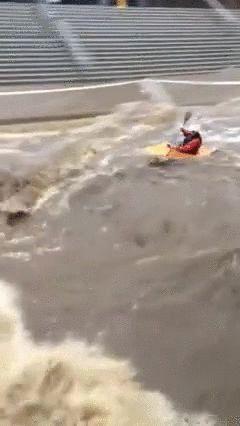 大学が洪水02