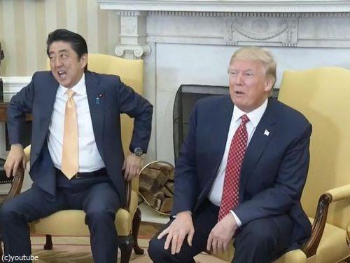 トランプ大統領と安倍首相の握手01