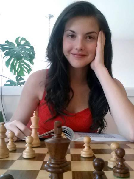 カナダの美人チェスチャンピオン02