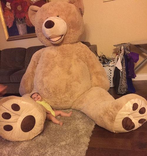 おじいちゃんが、孫娘のために巨大テディベアを買う05