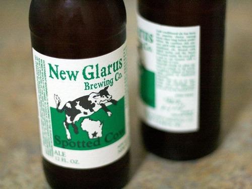 牛の銘柄のビール醸造所に…本物の牛たちが現れる00