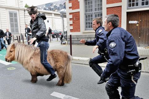 フランス警察の追跡09